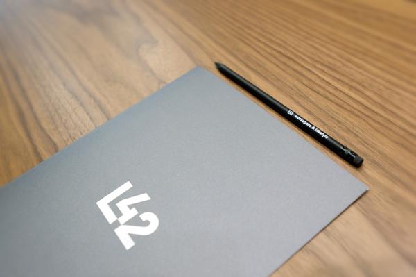 L42 <em> — image de marque </em>